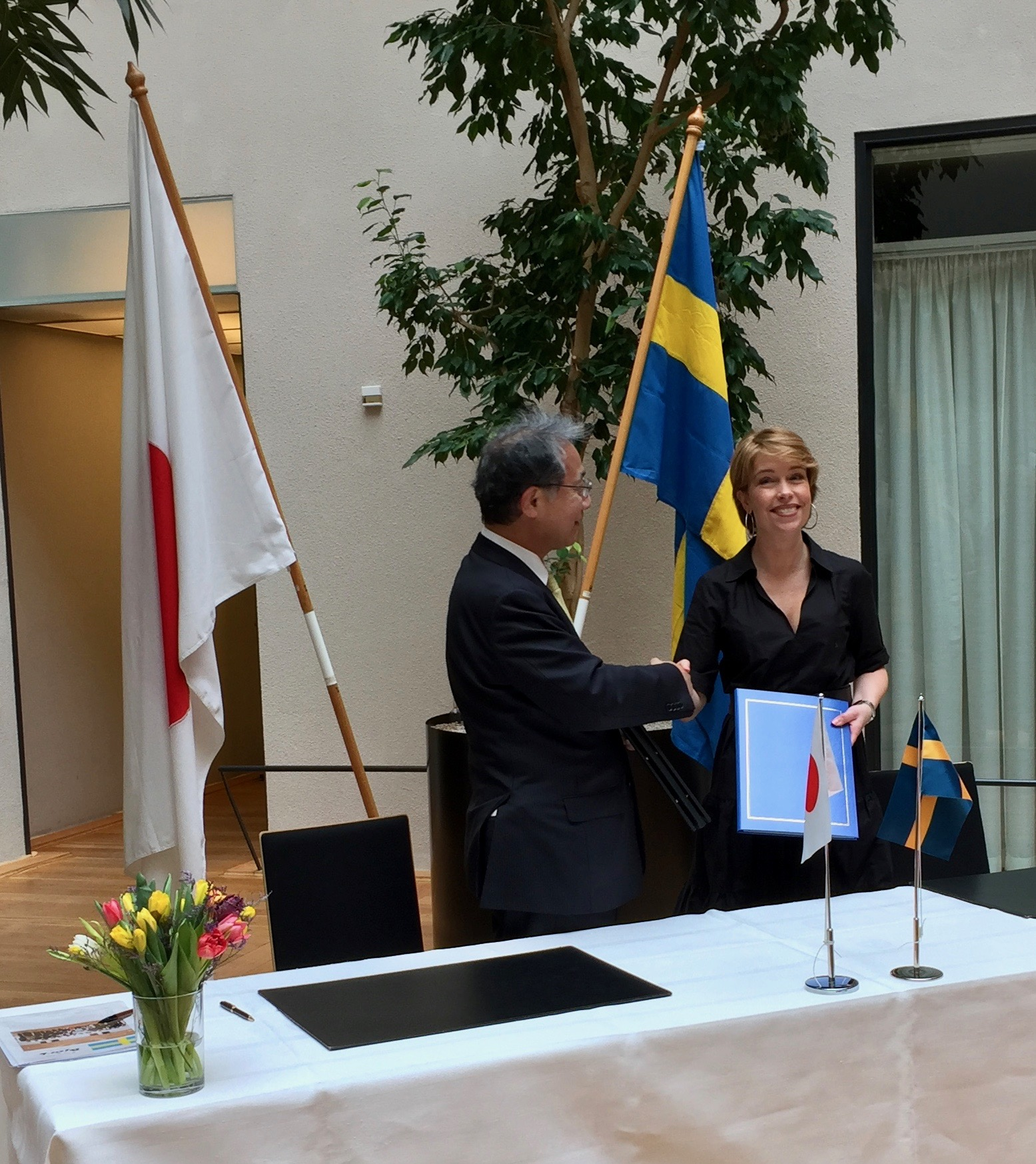 Signed Agreement on Social Security between Japan and Sweden (English, 日本語, Svenska)